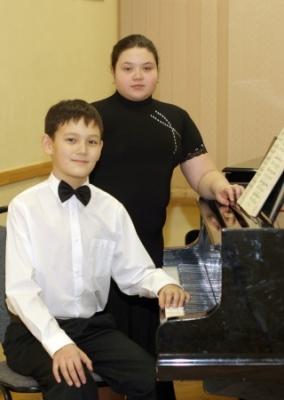 Фортепианный дуэт Орехова Настя и Корчагин Гриша