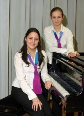 Фортепианный дуэт Маркова Катя и Захарова Даша
